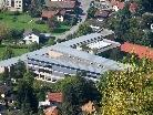 Sonnenkollektoren sind auch in öffentlichen Bauten wie hier bei der Schule Weidach längst Standard.
