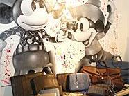 In Yoshi's Corner gibt es echte Warhols zu bestaunen und zu kaufen.
