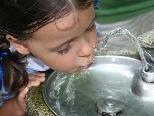 Wasser trinken fördert die Leistungsfähigkeit
