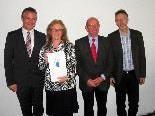 Überreichung der Auszeichnung an Gründungsmitglieder der Seniorenbörse