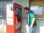 Bei Sonneneinstrahlung lässt sich das Display am Fahrkartenautomat am Bahnhof Lustenau nicht lesen.