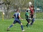 Den Ball holt Mathias Nesler sicher.