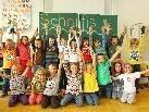 Der Fotograf sorgte für Begeisterung im Klassenzimmer: Volksschüler von Schnifis.