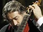 Der spanische Maestro Jordi Savall, hier mit seiner Gambe.