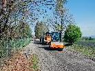 Derzeit werden die Belagsarbeiten an der Strasse durchgeführt.