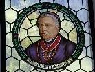 """""""Die Amtszeit Rudigiers war eine Epoche des kirchlichen Aufbruchs und der pastoralen Erneuerung"""", so der Linzer Bischof Ludwig Schwarz. Bild: Bischof Rudigier, Kirchenfenster in Partenen."""