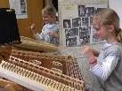 Die Musikschule Montafon gibt Einblicke in den Schulbetrieb. Instrumente können angefasst und ausprobiert werden.