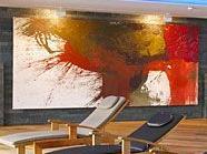 Die Werke von Hermann Nitsch im Krallerhof sollen für eine meditative Stimmung sorgen.