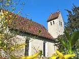 Die alte Pfarrkirche wurde den beiden Heiligen Cornelius und Cyprian geweiht und ist heute beliebte Hochzeitskapelle. An der Kirchhofsmauer steht eine Eibe, deren Alter auf über tausend Jahre geschätzt wird