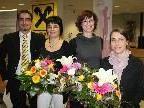 Die glücklichen Gewinnerinnen mit Raiffeisen-Bankstellenleiter Jan Moosbrugger.