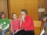 Evelyn Fink begeisterte die kleinen Zuhörer der VS Schoppernau.