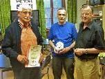 Freude bei Jakob Feuerstein (Silber) und Wolfgang Tschallener (Landesmeister) mit Obmann Helmut Müller