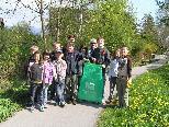 Kinder der Volksschule unterwegs auf der Suche nach Abfall.