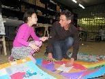 Künstler Marco Ceroli leitet den Kinderworkshop