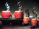 Leidenschaftliche chinesische Trommlerinnen