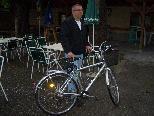Neue und gebrauchte Fahrräder werden angeboten.