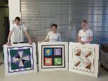 Rene Rüf, Simone Alfare und Nicole Vögel mit ihren Arbeiten.