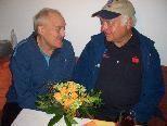 Rodelobmann Helmut Tagwerker gratulierte dem Jubilar Hubert Mair.