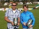 Sabine Treimel und Jürgen Baldauf überbrachten den Bierpreis.