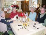 Senioren treffen sich am Donnerstag in gemütlicher Runde zum gemeinsamen Mittagessen.