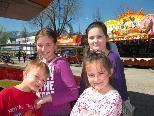 Tarik, Sukejna, Hidaeda und Samra hatten viel Spaß beim Vergnügungspark in der Oberau