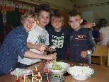 Valentin, Nico, Laurin und Kevin hatten jede Menge Spaß beim Zubereiten der gesunden Jause.