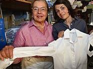 Ab jetzt bieten Beatrix Stekl (re.) mit Mutter Monika Stekl auch Maß-Blusen an.