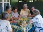 Auch diesen Sommer bietet die Caritas Vorarlberg gemeinsam mit promente Vorarlberg Seniorenerholungswochen für Menschen mit Demenz und deren Angehörige an.