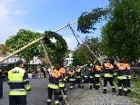Aufstellen des Maibaumes durch die Feuerwehr Bregenz-Vorkloster