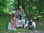 Burga Mäser mit den jungen Schützen Buket, Jasmin, Lisa, Annabell, Yoonjaa, Hilal und Sarah