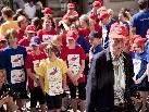 Caritas-Seelsorger Elmar Simma unter den Läuferinnen und Läufern des 5. youngCaritas LaufWunders