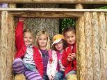Dem Frühling auf der Spur: Kindergärtler erkunden den Wald.