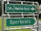 Der Freizeitpark Mountain Beach beginnt die Badesaison am 21. Mai, das Schwimmbad Partenen am 18. Juni.