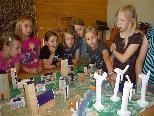 Die Dorener Volksschüler bauten ein Dorf der Zukunft.