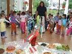 Die Kinder hatten ihr interkommunales Fest und einen reichlich gedeckten Tisch.