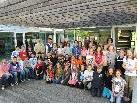 Die beiden Klassen der VS Rohrbach mit Klassenlehrerinnen, Testlehrern und Landeskoordinator Bechter.