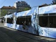Eine ULF-Garnitur der Wiener Linien macht derzeit in Wien Stimmung für den Life Ball.