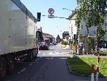 Für Anrainer sind die LKW-Kolonnen durch die Gemeinden eine schwere Belastung.