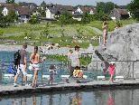 Jung und Alt treffen sich in der Sport- und Freizeitanlage Grossabündt in Gamprin.