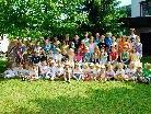 Kinder und Jugendliche der zehn Jahrgänge des Montessori-Kindergartens.