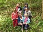 Organisatorin Isolde Feurstein mit  Kindern beim Spielenachmittag in Rankweil.
