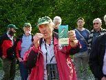Ornithologe Alwin Schönenberger erläutert die Besonderheiten des Lauteracher Rieds