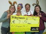 Priska Reichart und Michaela Ölz überreichten stellvertretend für 28 Caravelles und über 70 Helfer den Spendenscheck in Höhe von 3.850 Euro an die Vorarlberger CliniClowns.