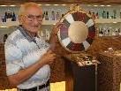 Seniorchef Hans Egger blickt stolz auf das 50-jährige Bestehen seines Frisiersalons.