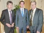 Bernhard Themessl mit den Referenten Mag. Christian Schuster und Kurt Karnekar (v. r.).