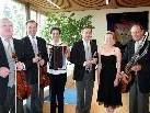 Birgit Plankel lädt mit dem Symphonischen Schrammelquinett Wien zum Konzertabend.