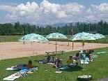 Der Elternverein schaffte aus aktuellem Anlass fünf Sonnenschirme für Unterricht im Freien an