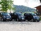Die Bürgermeister Arnold Hirschbühl, Konrad Schwarz und Guido Flatz mit ihren Elektroautos.