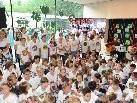 Die Schüler sangen beim Festakt von den Annehmlichkeiten ihrer neuen Schule.