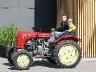 Die Traktorfreunde begeistern Jung und Alt.